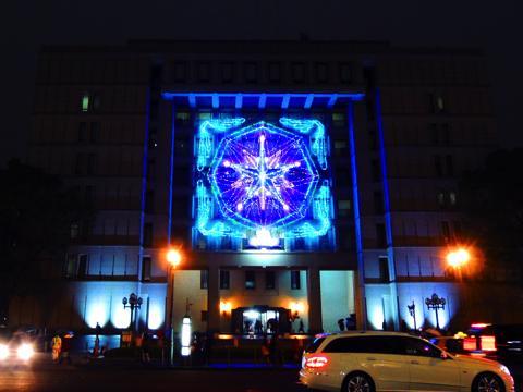 大阪市庁舎のイルミネーションファサード