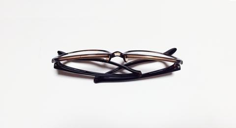 老眼鏡の付け外しが簡単なNeck HUG:9