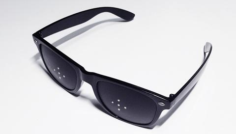 ピンホールメガネで視力回復する?