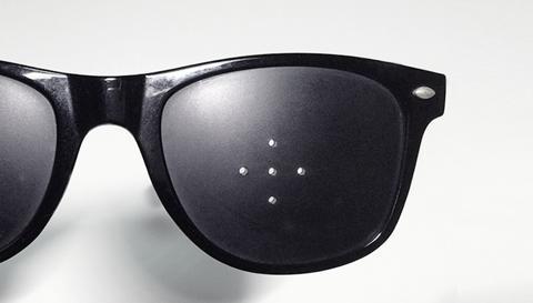 ピンホールメガネで老眼や疲れ目に効果ある?