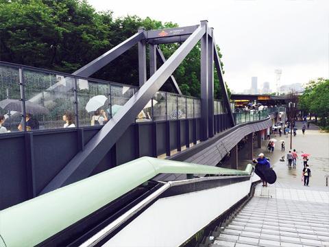 ジョーテラス大阪のペディストリアンデッキ