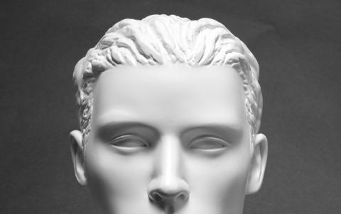彫りが深い顔