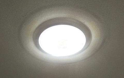 LEDシーリングライトがまぶしい